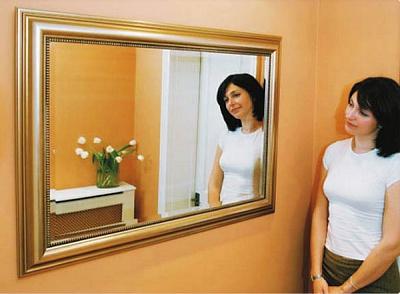 Можно ли ставить зеркало напротив двери